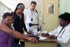 Es clave de disponer de personal médico (Foto WHO)
