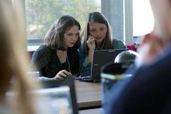 Protección de niñas en Internet (Foto ITU)