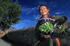Mujer laborando el campo (Foto WB)