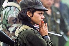 Niña soldado en Colombia (Foto Unief)