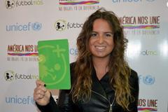 Hincha femenio levanta tarjeta verde (LDD)