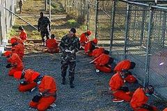 Presos en el penal de Guantánamo (AI)