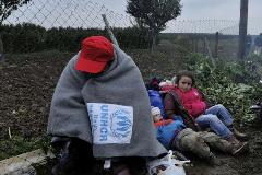 Refugiado se protege del frío (UN)