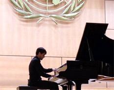 El pianista mexicano Jorge Viladoms en concierto en el Palacio de las Naciones