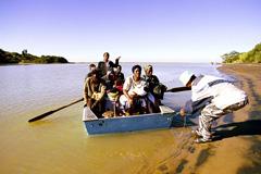 Emigrantes africanos en una patera (Foto WB)