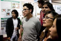 Jóvenes en busca de emigrar (Foto UN/ F. Laso)