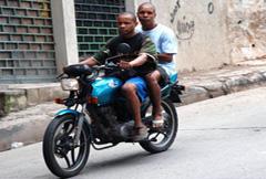Motociclistas sin cascos (Foto PAHO)