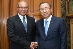 Amet Uzüncü y Ban Ki-moon (Foto UN)