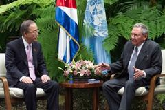 Ban Ki-moon y Raúl Castro (Foto UN/ M.Garten)