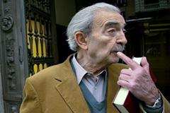 Juan Gelman en Paris (Foto archivo)