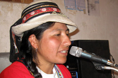 Mujer periodista de una radio andina (Foto WM)