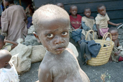 Niño escapado del genocidio de Rwanda (Foto UN)