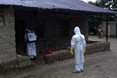 Control del ébola en una aldea africana (Foto UN)
