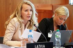 Jóvenes parlamentarias letonas (F. Albouy)