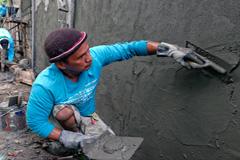 Albañil, profesión con salario desigual (ILO)