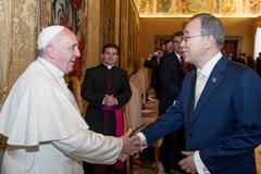 Ban Ki-moon saluda al Papa Francisco (UN)