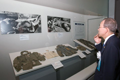Ban en el memorial de la paz en Hiroshima (UN)