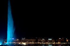 """El """"Jet d'eau"""" del lago de Ginebra se vistió de azul."""