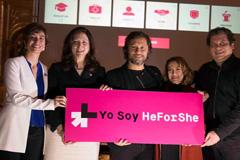 Diego Torres (centro)  voce de HeForShe (UW)