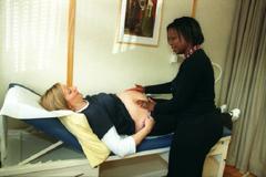 La OMS recomienda reducir las intervenciones médicas en los partos