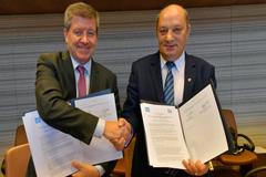 La OIT firma un nuevo acuerdo de cooperación con los consejos económicos y sociales a nivel mundial