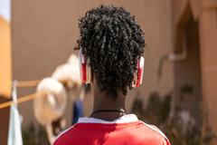 ¿Música en el teléfono móvil? Cuidado, peligro de sordera advierte la OMS