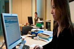 La OIT aprueba una norma de vital importancia para combatir la violencia y el acoso laboral