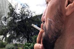 Los Gobiernos deben aumentar los servicios de ayuda para dejar de fumar