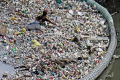 La OMS anima a investigar sobre los microplásticos y a reducir drásticamente la contaminación por plásticos